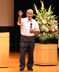 講演する髙嶋さん
