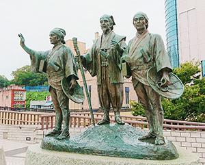 水戸駅前に建つ銅像