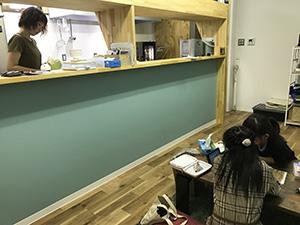 子どもと同じ空間で働けるキッチン