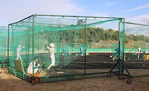 打撃練習に励む智弁の選手たち