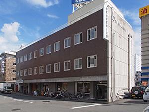 県建築士会館の正面(県教育委員会提供)