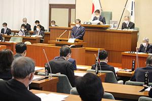 緊急経済対策の補正予算案が上程された臨時県議会