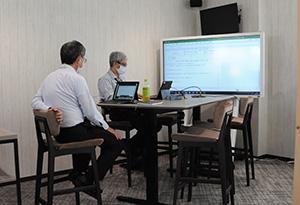 モニターで他事業所とオンライン会議が可能