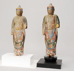 有田川町の下湯川観音堂の観音菩薩立像(左が実物、右がレプリカ=県立博物館提供)