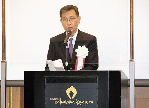 式辞を述べる上野会長