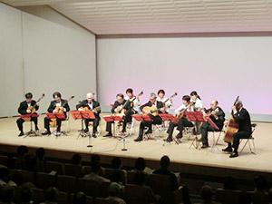 多彩な表現が楽しめるコンサート(和歌山ギター協会提供)