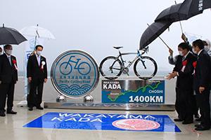 除幕された「太平洋岸自転車道」終点のモニュメント
