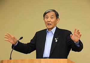 ワクチンの配分状況を話す仁坂知事