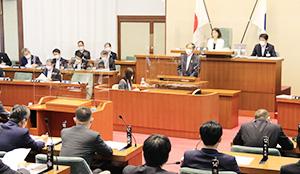 ワクチンの職域接種について答弁する仁坂知事(中央)