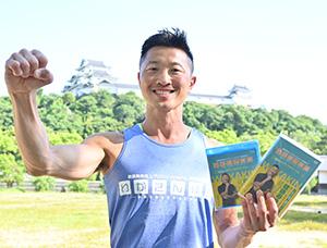 「わかきん体操」DVDを手に寺田さん