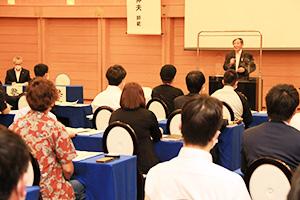 開講式で9期生に期待を寄せる仁坂知事