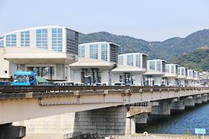 渋滞が発生している紀の川大堰管理橋